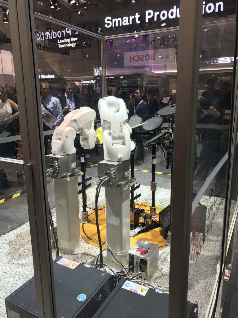 Nowe generacje robotów potrafią grać całkiem nieźle na perkusji (w wolnych od produkcji chwilach i przy muzykalnym inżynierze programującym)